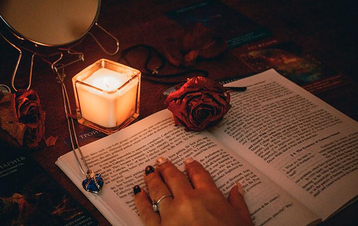 Когда практиковать магию любовных заклинаний и как к ней подготовиться